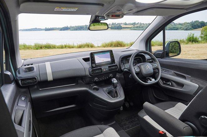 Citroën C3 2021 front seats