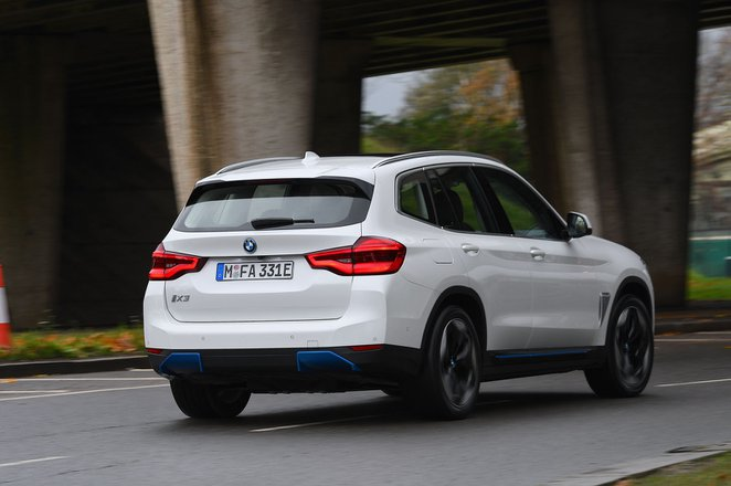 BMW iX3 2020 Rear tracking