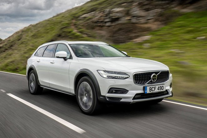 Volvo V90 Cross Country 2021 Front 3/4 tracking