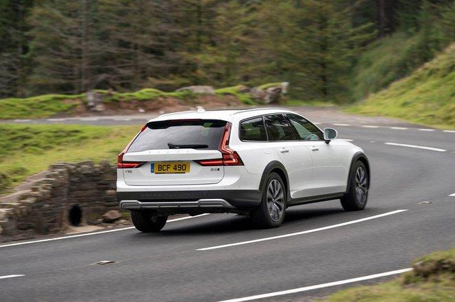 Volvo V90 Cross Country 2021 Rear cornering