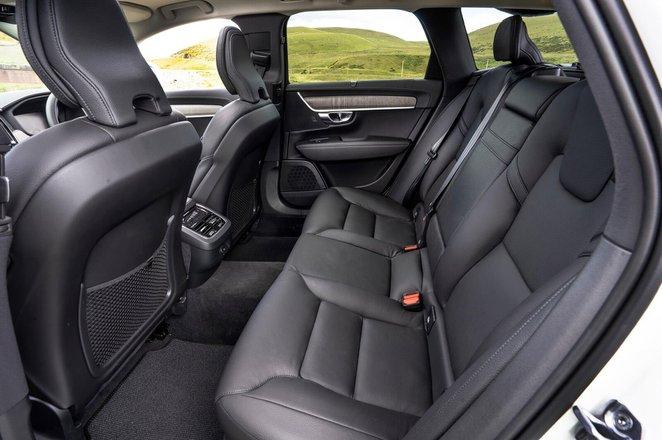 Volvo V90 Cross Country 2021 Rear seats