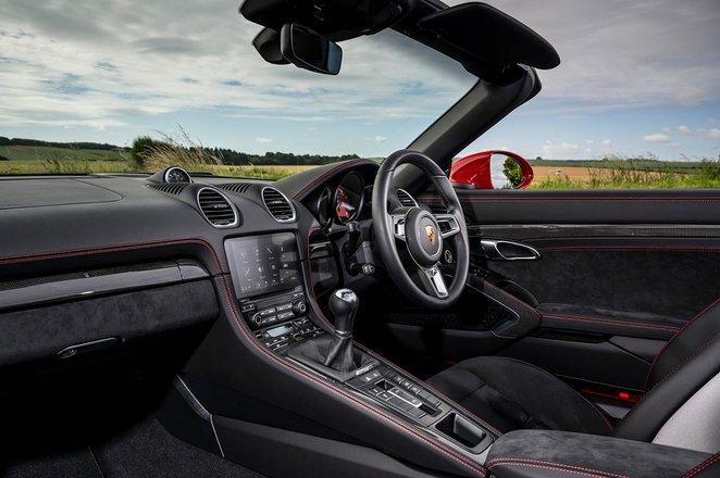 Porsche 718 Boxster 2021 front seats