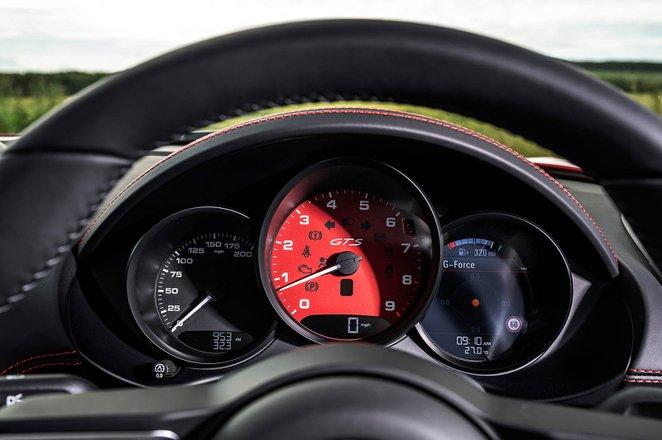 Porsche 718 Boxster 2021 instruments detail