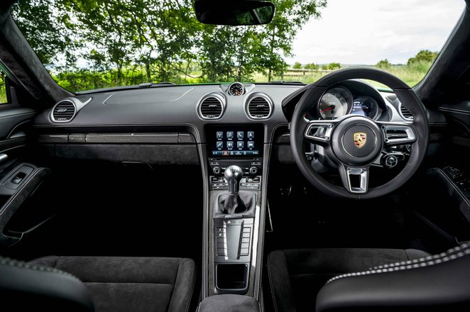 Porsche Cayman 2021 dashboard