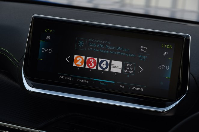 Peugeot e-2008 2021 infotainment