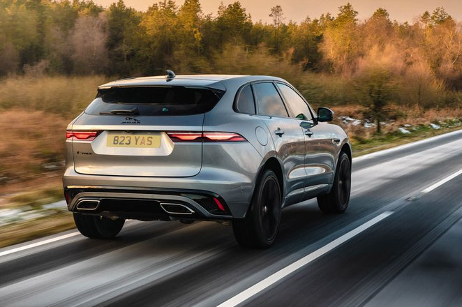 Jaguar F-Pace 2021 rear tracking