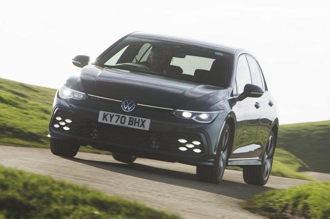 Volkswagen Golf GTE 2021 front cornering