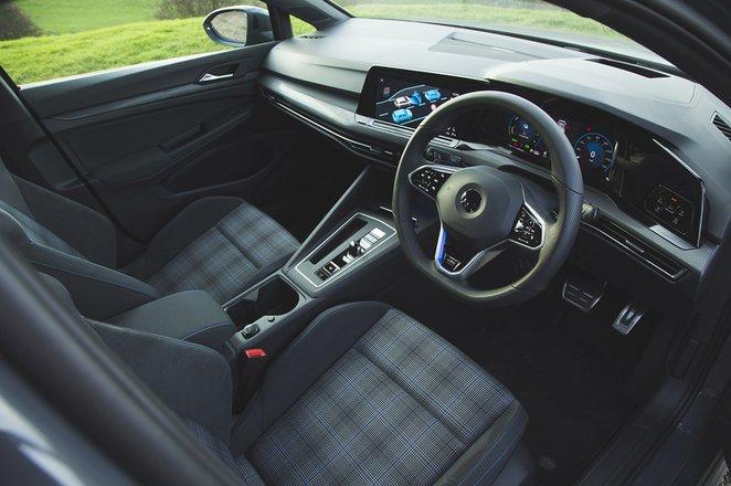 Volkswagen Golf GTE 2021 front seats