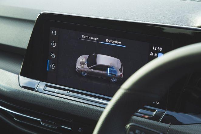 Volkswagen Golf GTE 2021 infotainment
