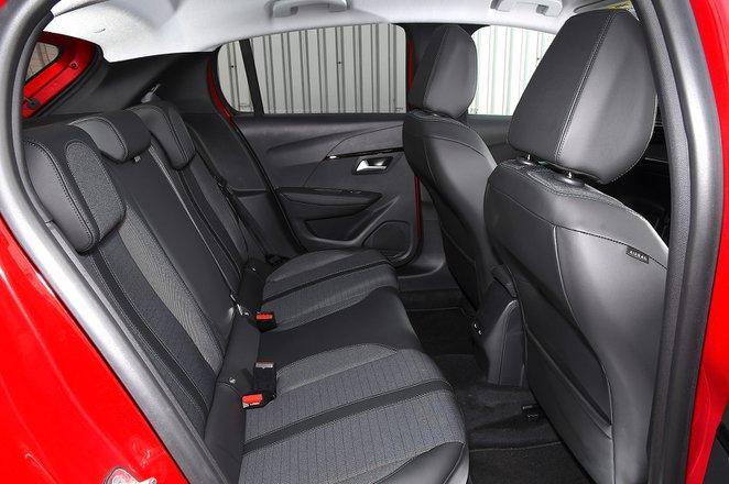 Peugeot e-208 2021 rear seats