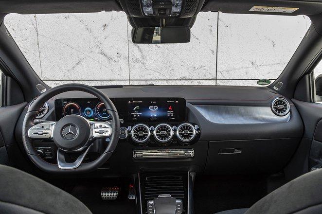 Mercedes-Benz EQA 2021 LHD dashboard