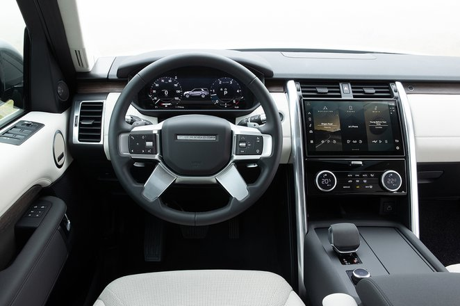 Land Rover Discovery 2021 LHD dashboard