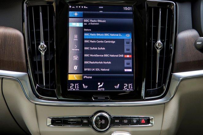 Volvo S90 2021 infotainment