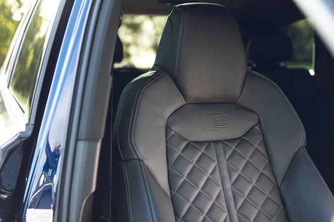 Audi SQ7 2021 front seat