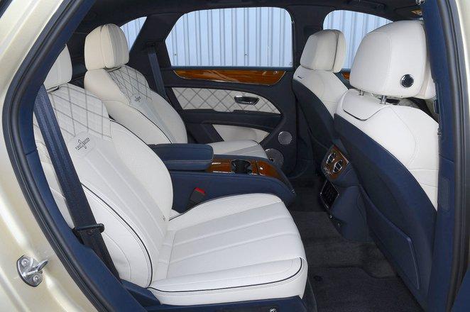 Bentley Bentayga 2021 interior rear seats