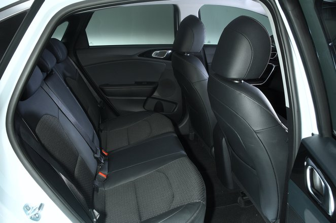 Kia Ceed 2021 interior rear seats