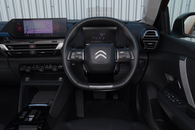 Citroën C4 2021 interior dashboard