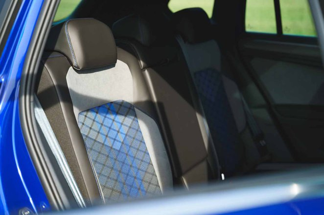 Volkswagen Tiguan R 2021 rear seats