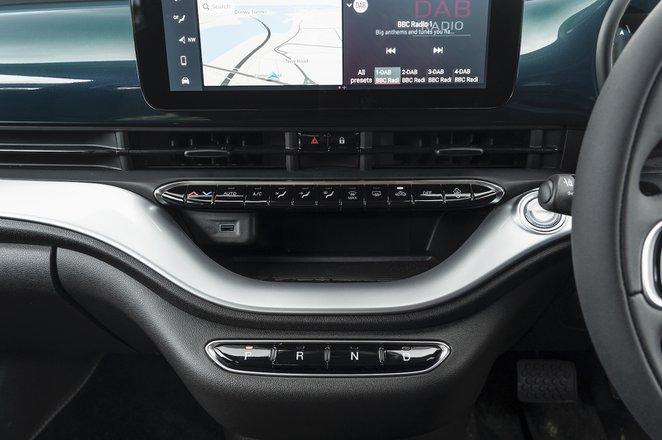 Fiat 500e 2021 interior infotainment
