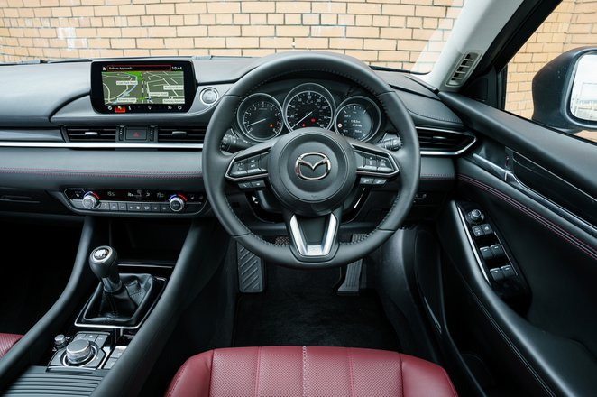 Mazda 6 Tourer 2021 interior dashboard