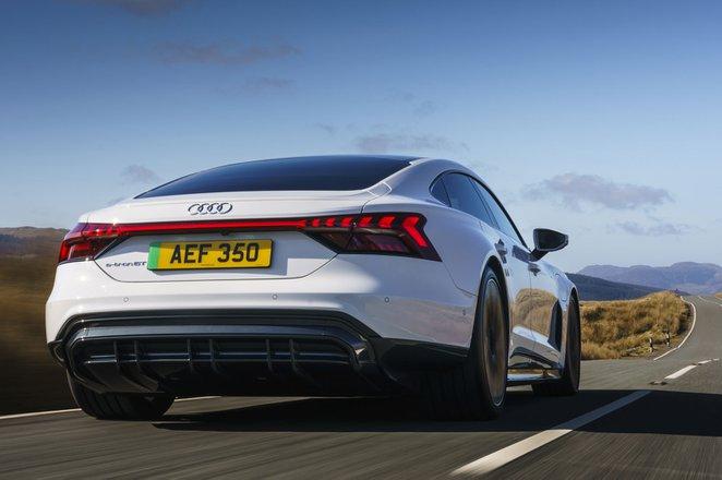 Audi e-tron GT 2021 rear tracking