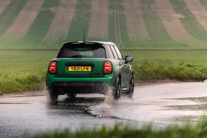 Mini 5-door hatchback 2021 rear cornering