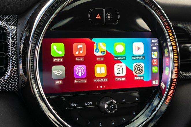 Mini 3-door hatchback 2021 interior infotainment