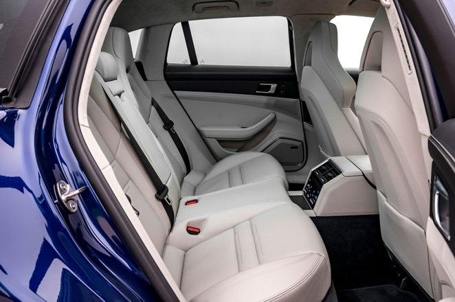 Porsche Panamera Turbo S 2021 interior rear seats