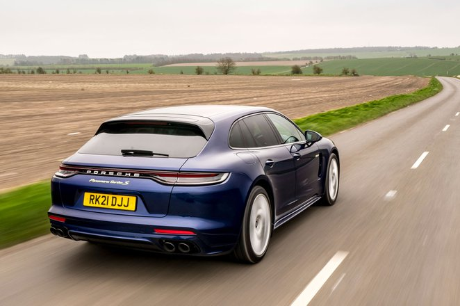 Porsche Panamera Sport Turismo 2021 rear tracking