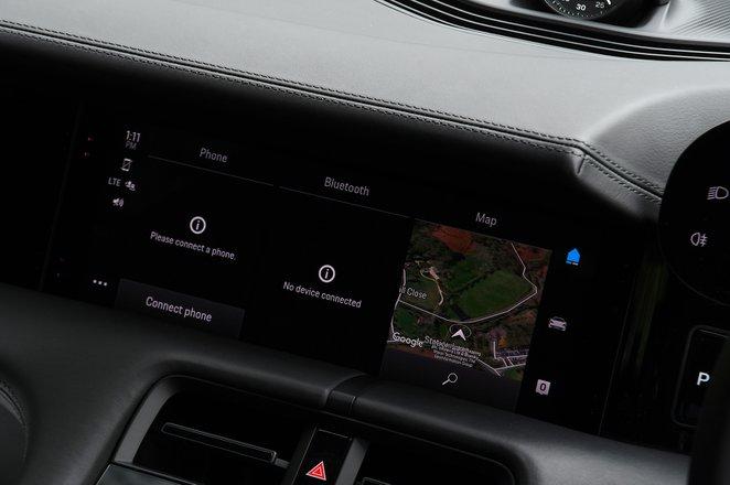 Porsche Taycan 2021 interior infotainment