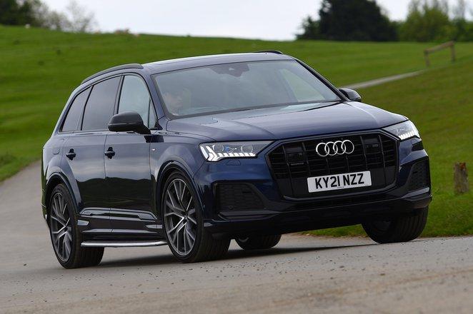 Audi Q7 2021 front cornering