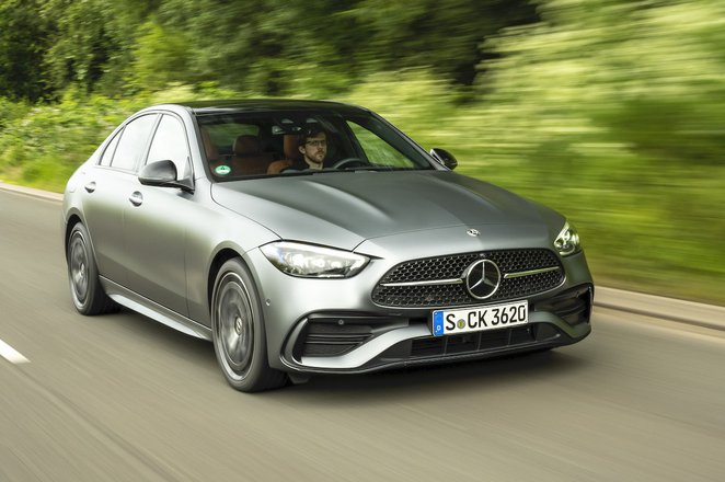 Mercedes C-Class 2021 front right tracking