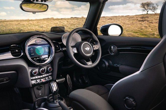 Mini Convertible 2021 interior dashboard