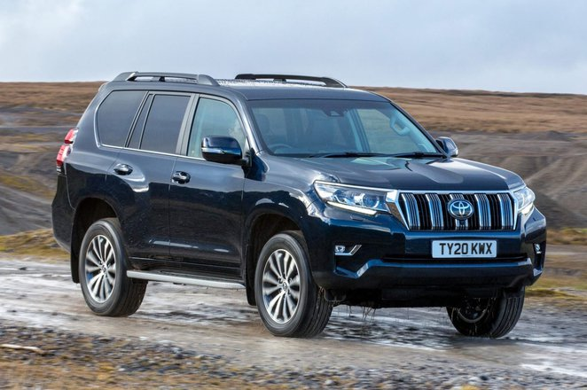 Toyota Land Cruiser 2021 front right tracking