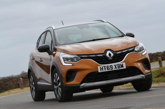 Renault Captur 2021 front tracking