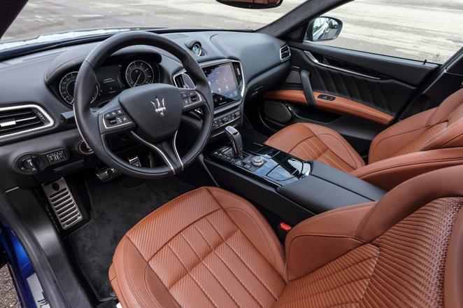 Maserati Ghibli Hybrid 2021 interior dashboard