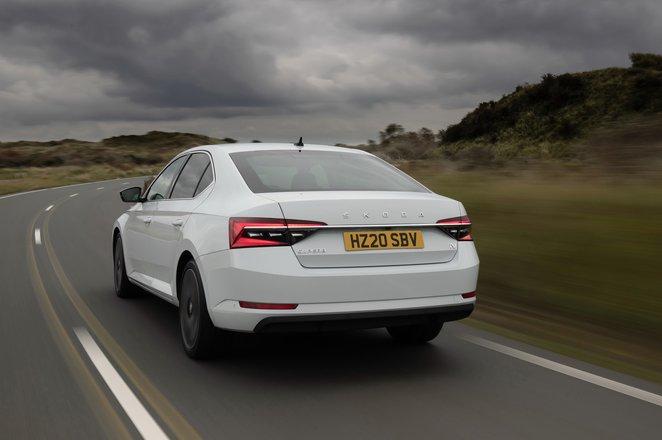 Skoda Superb iV 2021 rear tracking
