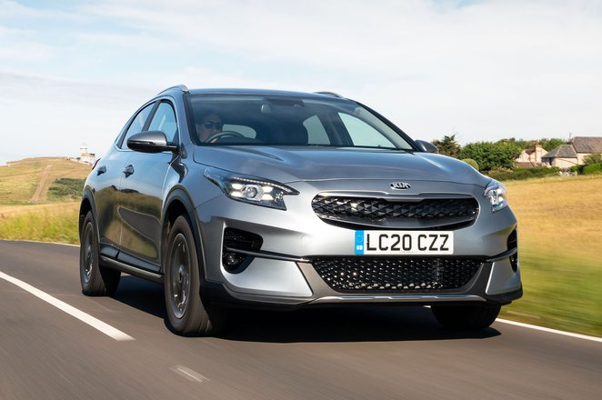 Kia XCeed PHEV 2021 front right tracking