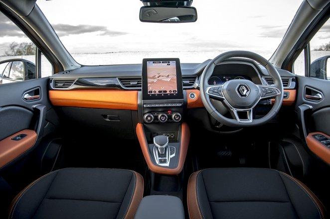 Renault Captur 2021 interior dashboard