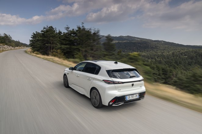 Peugeot 308 2021 rear left tracking