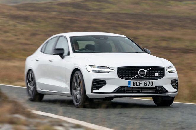Volvo S60 2021 front right tracking