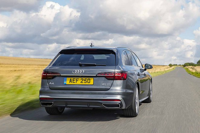 Audi A4 Avant 2021 rear tracking