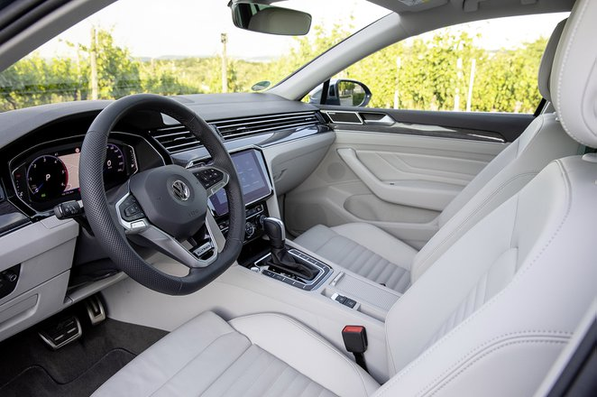 Volkswagen Passat Alltrack LHD front seats