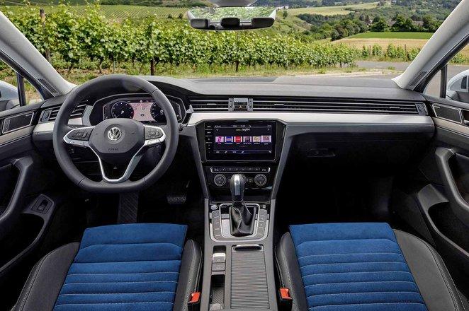 Volkswagen Passat Saloon 2019 LHD dashboard