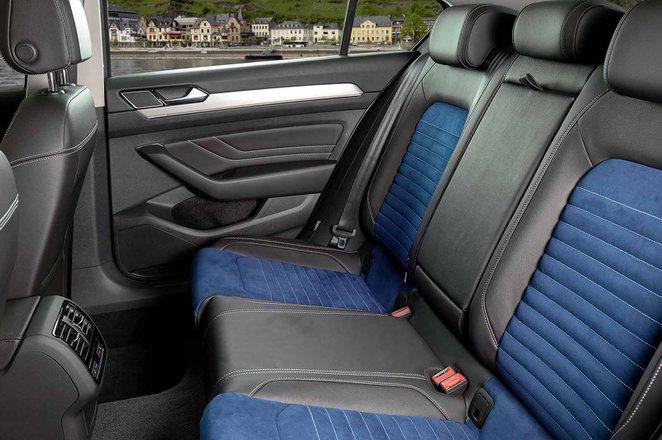 Volkswagen Passat Saloon 2019 LHD rear seats