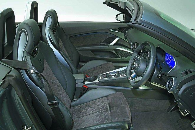 Audi TT Roadster 2019 RHD front seats