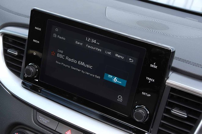 Kia Xceed 2019 RHD infotainment