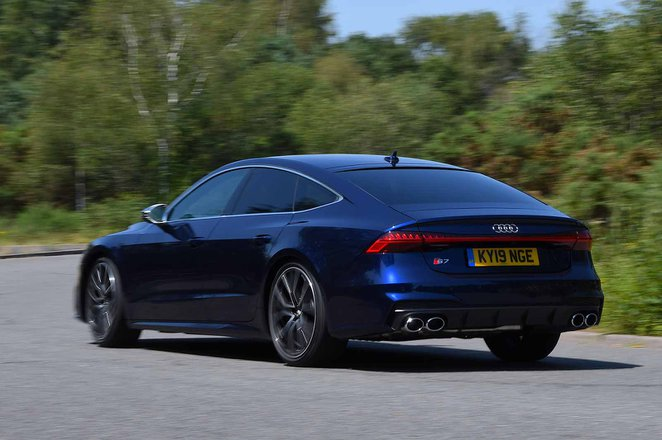 Audi S7 2019 right rear tracking