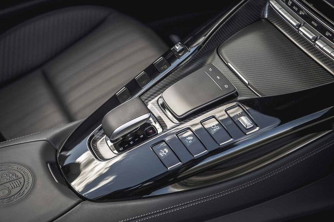 Mercedes-AMG GT Roadster 2019 RHD centre console