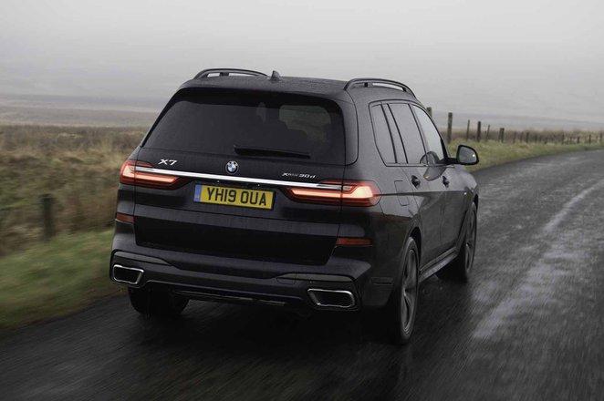 BMW X7 2019 UK rear right tracking shot